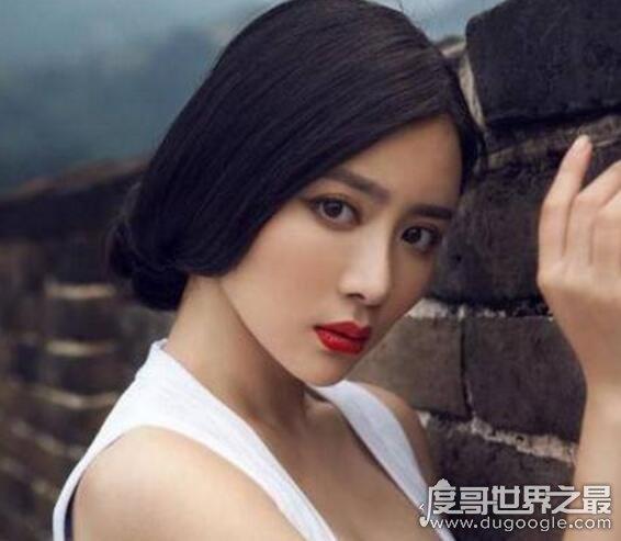 重庆大学校花孙文婷,如今清纯不在变得性感迷人(组图)