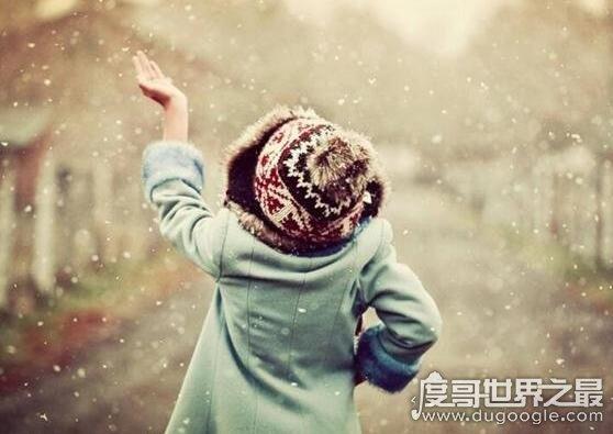 下雪兴奋成面瘫,海南女孩玩了一下午的雪被冻的面神经麻痹