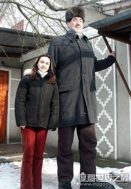 曾经的世界第一高人,列昂尼德·斯塔德尼克(身高2.57米)