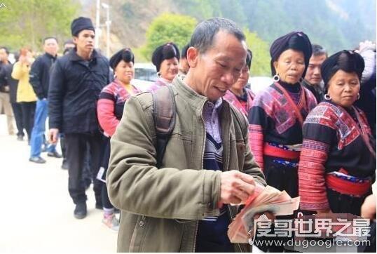 广西村民670万分红,每户领2.4万(网友评论:又是别人村)
