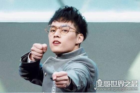 董又霖和成龙什么关系,他是成龙的亲外甥(背景强大是富二代)