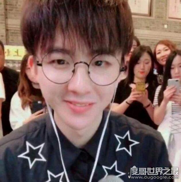 摩登兄弟刘宇宁个人资料介绍,女朋友照片疑曝光(很甜美)