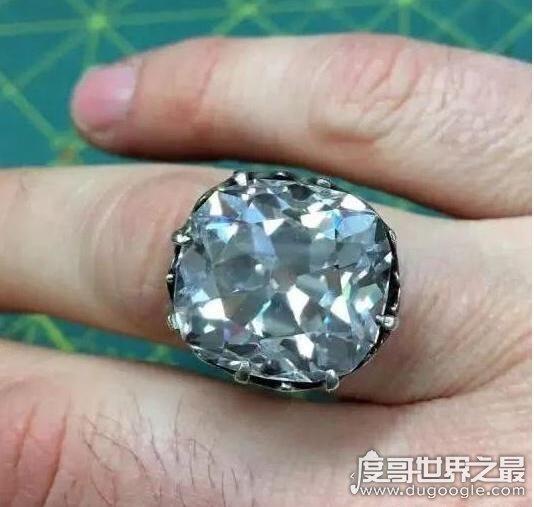 妇人88元买了枚玻璃戒指,竟是27克拉钻戒(价值650万)