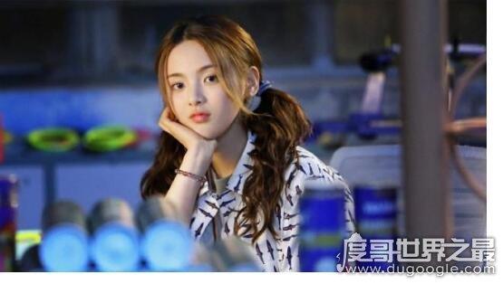 杨超越新剧造型,首次任然女主的她双马尾造型尽显青春可爱