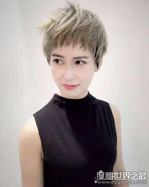 四十岁女人洋气的发型推荐,性感、知性的大波浪最受欢迎