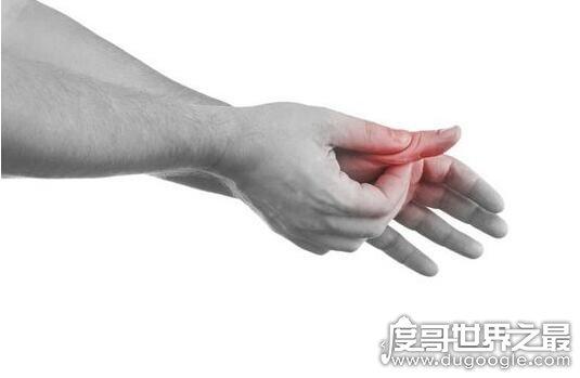 世界上最大的手,手比头大每只手重8公斤,被村民称为恶魔之手!(www.souid.com)