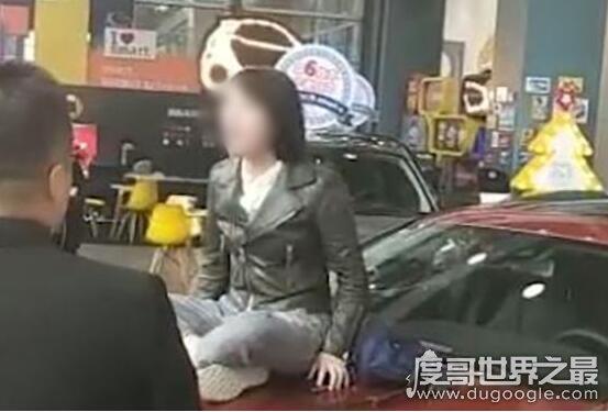 西安奔驰女车主维权,66万买奔驰还没开出门发动机便漏油