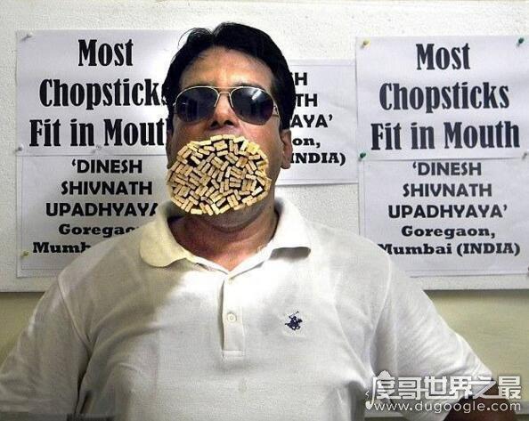 世界第一大嘴易主,男子口含138根铅笔破吉尼斯记录