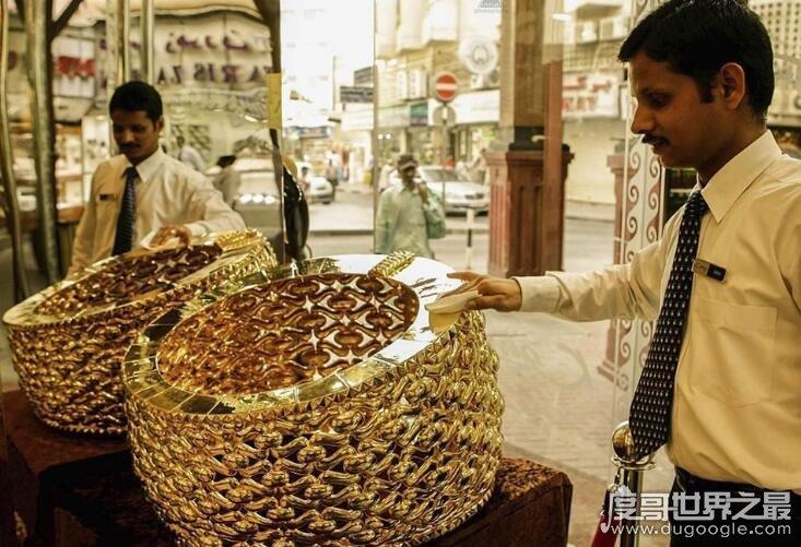 世界上最大的金戒指,泰巴之星重128斤镶满钻石(价值2000万)
