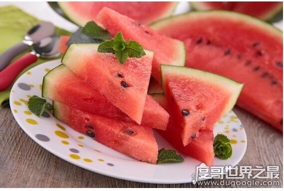吃西瓜会胖吗,适度吃有助于减肥多吃会长胖(西瓜含糖量高)