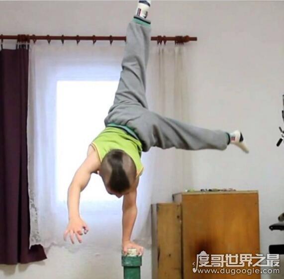 世界最强壮男孩,朱利亚诺·斯特勒(每天至少500个俯卧撑)