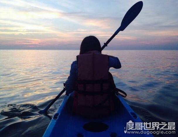 奇迹!2名男子用铲子当桨划回陆地,在太平洋上划了6天
