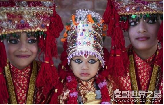 尼泊尔活女神选拔条件苛刻,必须有超出常人的冷静和大胆才行