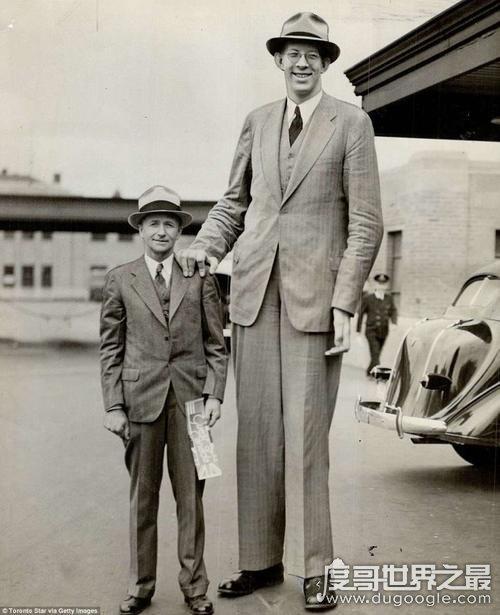 世界上最大的人,罗伯特·潘兴·瓦德罗身高2米72(中国最高人张俊才)