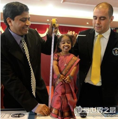世界最矮女人,保利娜·马斯特斯身高仅61厘米(比2岁幼儿还矮)