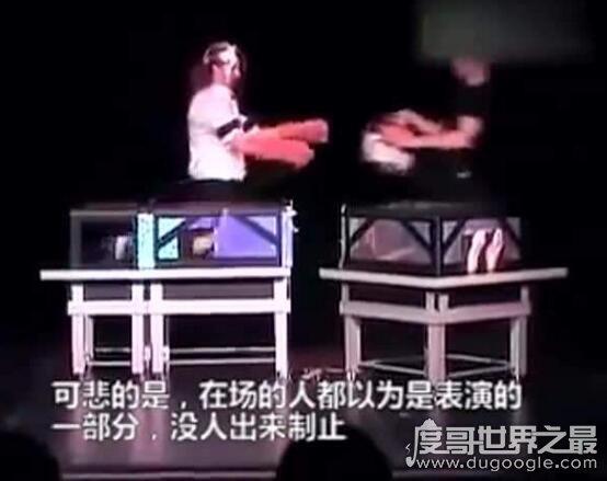 世界十大魔术失误现场,电锯魔术失误后将妻子给锯死(视频)