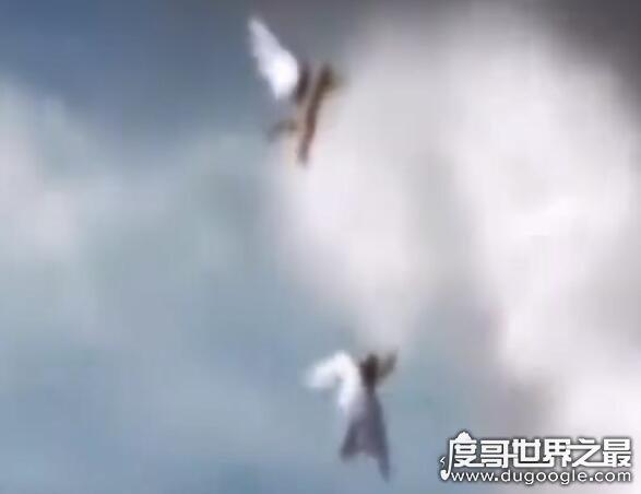 飞机上拍到了一个学校,盘点那些在飞机上拍到的神奇画面