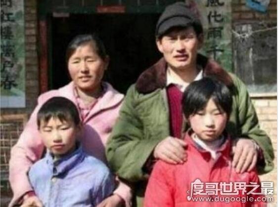大衣哥朱之文成名视频,成名后遭同乡邻居嫉妒(被借钱不还)