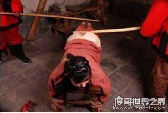 世界十大女刑法盘点,骑木驴直接摧毁女子下体(最变态)