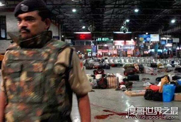 """电影孟买酒店事件真实回顾,遭""""恐怖分子""""长达60小时的屠杀"""