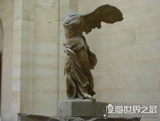 法国卢浮宫三宝,蒙娜丽莎画/断臂维纳斯雕像/胜利女神像