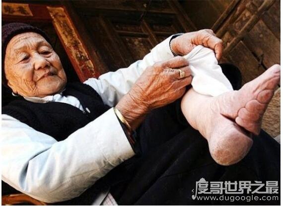 裹脚是从什么时候开始的,缠足起源的说法介绍(清朝开始盛行)