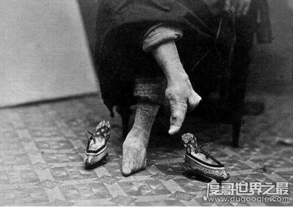 清朝最恐怖的老照片,纸将纸兵抬着慈溪的棺材走了整整五天