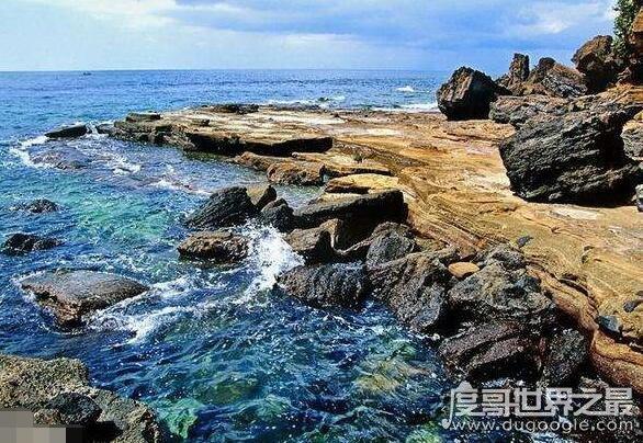 涠洲岛在哪里,在广西北海市北部湾海域中部(与海南岛隔海相望)