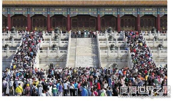 故宫建于哪个朝代,始建于明成祖永乐四年(是明清两朝的宫殿)