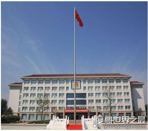 中国标准旗杆高度是多少,由旗帜大小决定(天安门旗杆高32.6米)