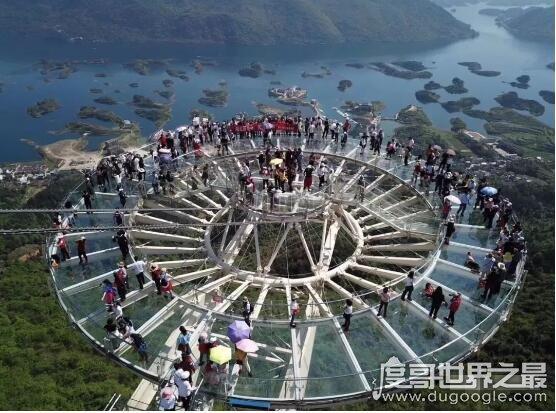 世界上最大玻璃观景平台,仙岛湖天空之镜创吉尼斯(700平方米)