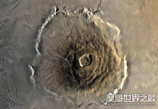 火星表面最高的火山,奥林帕斯火山高26公里(地球最高峰的3倍)