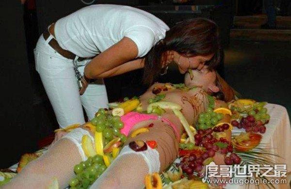 日本人体盛宴,一种极端变态的吃饭方式(艺妓要求超严格)