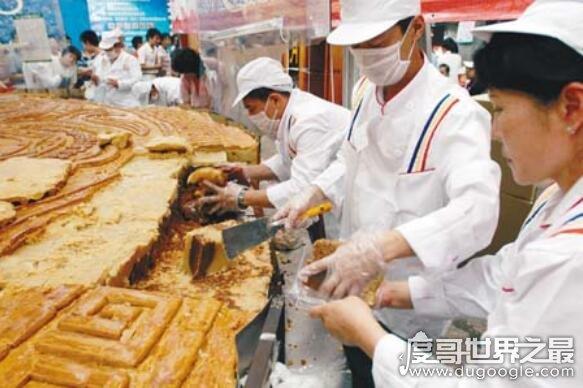 世界上最大的月饼,重13吨破吉尼斯世界纪录(可供11万人食用)