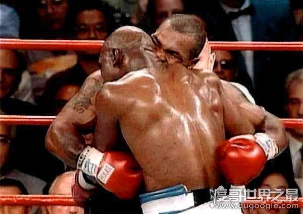 拳王泰森咬耳朵事件回顾,起因是对手小动作不断(激怒泰森)