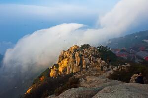 泰山海拔多少米,主峰玉皇顶海拔高达1545米(乃五岳之首)