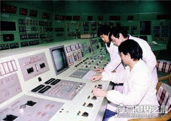 我国第一座核电站是,秦山核电站(中国自行设计/建造/运营)