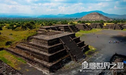 月亮金字塔坐落在哪里,墨西哥城东北(印第安人祭祀月神地方)