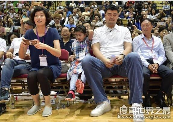 姚明女儿姚沁蕾2019年多高,九岁身高160cm(比一般成年女性都高)