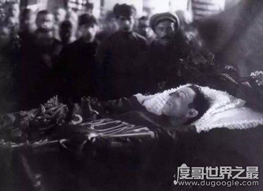 列宁梅毒之死是真的吗,网络谣传(遭暗杀后病情恶化医治无效而死)