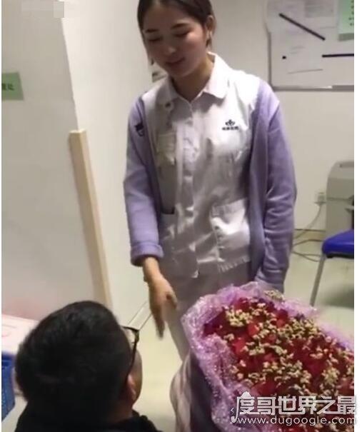 史上最短求婚,女护士赶着上班10秒同意男友求婚