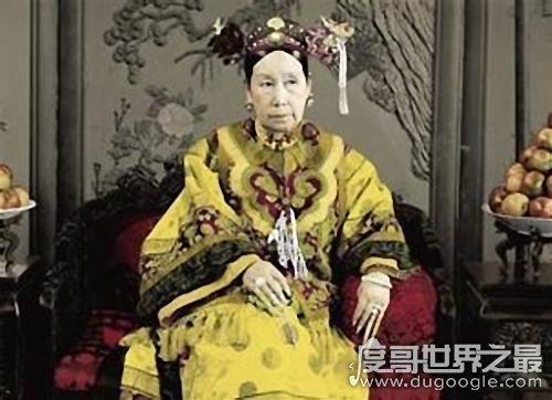 慈禧太后十八岁照片复原,被誉为清�是有些困�y朝第一美女(真的很漂亮)