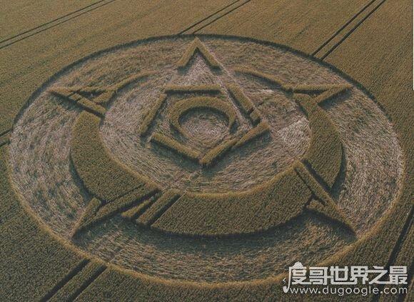 诡异的麦田怪圈之谜,传说是外星人留下的痕迹(英国出现次数最多)