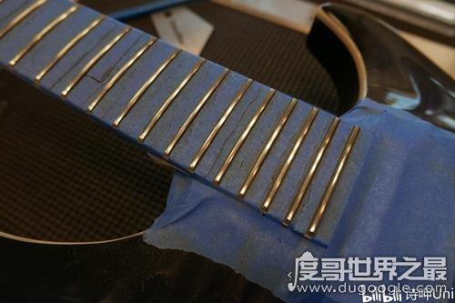 世界上最昂贵的吉他,价值1300万(共用3.2斤黄金/400克拉钻石)