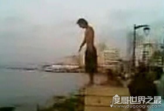 世界上最恐怖的跳水失败现场,脸摔成了两半(附视频/胆小勿看)