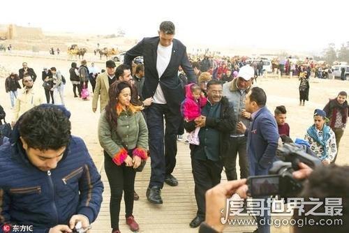 吉尼斯世界第一高人,苏丹·克森(sultan kosen)身高2.46米
