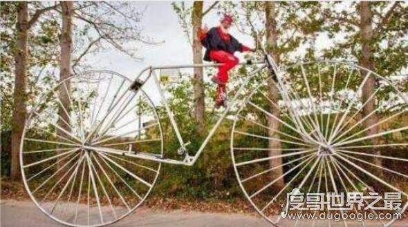 世界上最大的自行车,车身长12米高5米(能骑着上路)