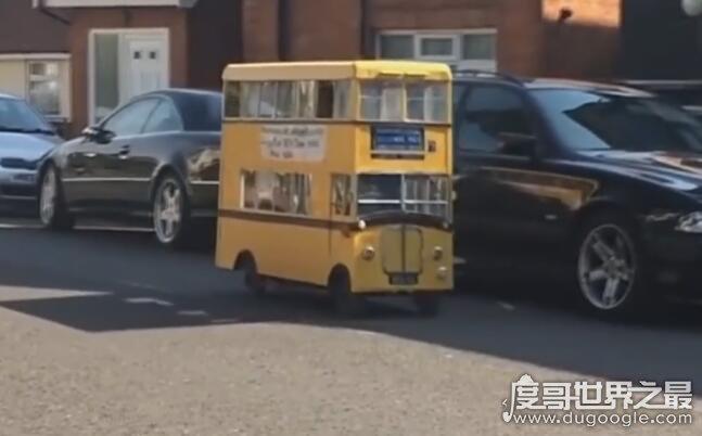 世界上最矮的巴士,宽1.2米/长1.8米(仅仅只有两个座位)