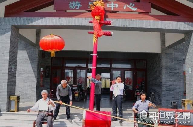 世界上最大的二胡,长5.4米/重83公斤(三个人同时拉才会响)