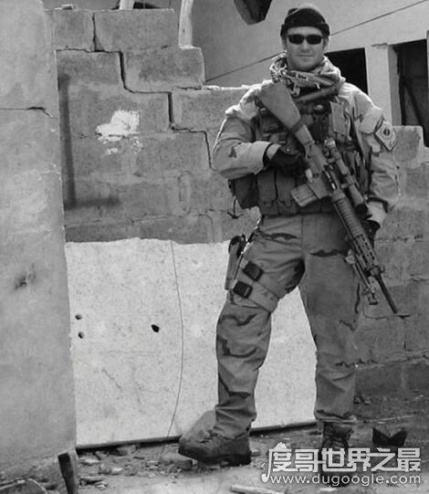 美国第一狙击手,战场上英勇杀敌255名(最后却被战友打成马蜂窝)